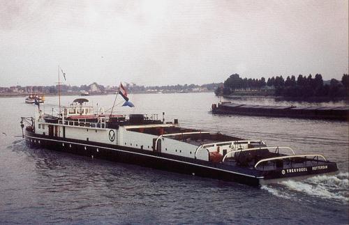 Het paradepaardje van Scheepvaart Maatschappij Van Ommeren, de motorsleepboot TREKVOGEL. Foto: G. Dexheimer - met dank.