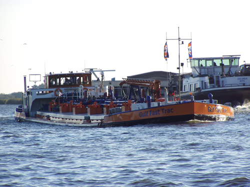 Het motortankschip GULF FAST TRACK, gefotografeerd op het Prinses Margrietkanaal, ter hoogte van Spannenbrug (16-10-2003).