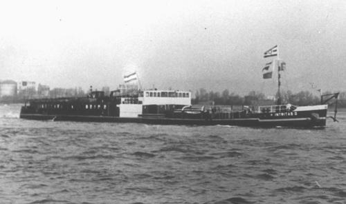 Inmiddels onder Nederlandse vlag, de INTRITAS II in de opvaart.