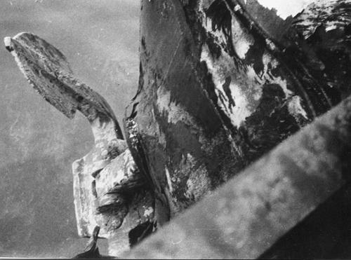 Bij het uitvaren van de Botlek werd, tijdens dichte mist en met twee sleepschepen in aanhang, een binnenlopend zeeschip over het hoofd gezien. De schade aan de kop van de AQUITANIA was daarna zeer aanzienlijk.