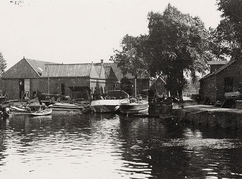 De scheepswerf van Botje-Ensing & Co aan het Groningse Hoendiep.